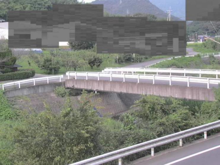 高瀬川佐股橋ライブカメラは、香川県三豊市高瀬町の佐股橋に設置された高瀬川が見えるライブカメラです。