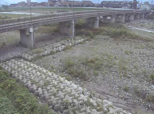 中山川田野上方ライブカメラは、愛媛県西条市小松町の田野上方に設置された中山川が見えるライブカメラです。