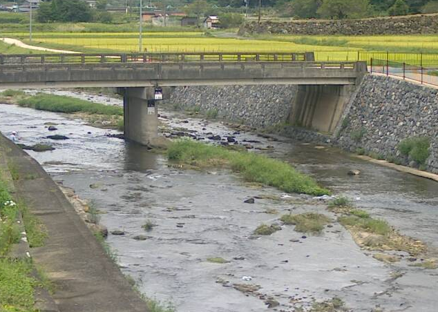 佐用川平福ライブカメラは、兵庫県佐用町平福の平福に設置された佐用川が見えるライブカメラです。
