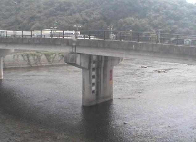 千種川久崎第2ライブカメラは、兵庫県佐用町久崎の久崎(中渡橋)に設置された千種川が見えるライブカメラです。