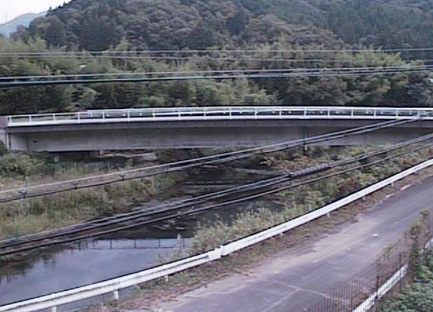 鞍居川野桑ライブカメラは、兵庫県上郡町の野桑(智尾井橋)に設置された鞍居川が見えるライブカメラです。