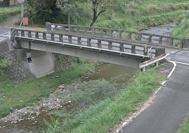 佐用川上石井ライブカメラは、兵庫県佐用町の上石井(大橋)に設置された佐用川が見えるライブカメラです。