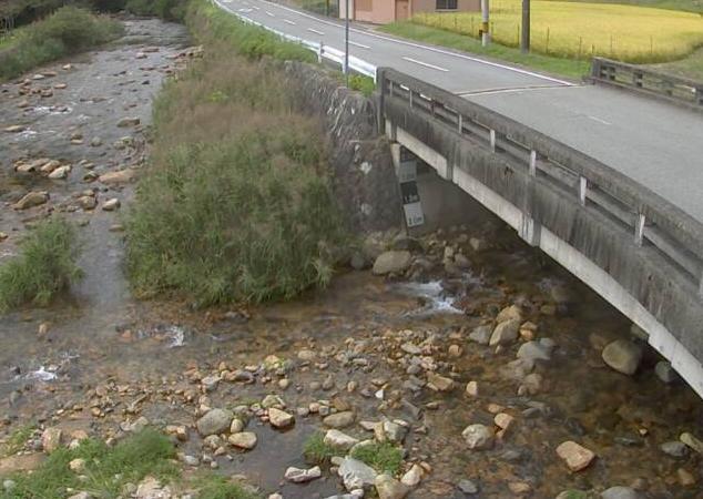 西河内川河内ライブカメラは、兵庫県宍粟市千種町の河内(出合橋)に設置された西河内川が見えるライブカメラです。