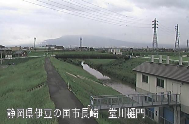柿沢川堂川樋門ライブカメラは、静岡県伊豆の国市長崎の堂川樋門に設置された柿沢川が見えるライブカメラです。