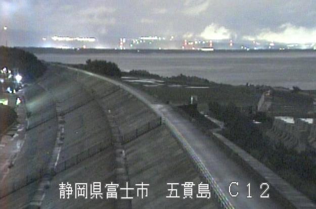 富士海岸富士川河口ライブカメラは、静岡県富士市五貫島の富士川河口に設置された富士海岸が見えるライブカメラです。