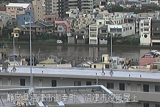 狩野川沼津市役所ライブカメラは、静岡県沼津市御幸町の沼津市役所に設置された狩野川が見えるライブカメラです。