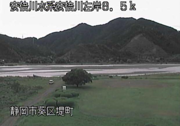 安倍川堤町ライブカメラは、静岡県静岡市葵区の堤町に設置された安倍川が見えるライブカメラです。