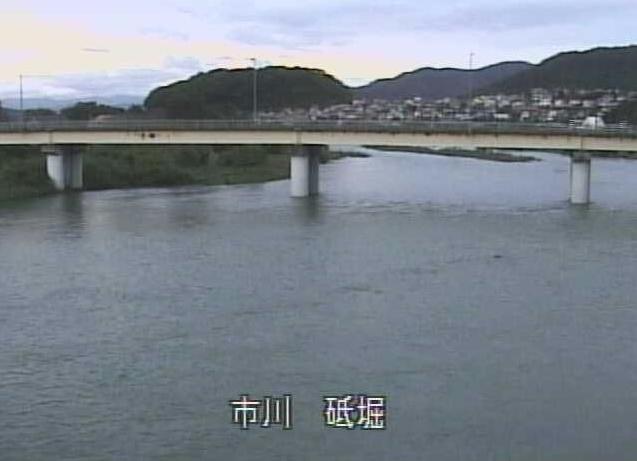市川砥堀ライブカメラは、兵庫県姫路市豊富町の市川砥堀に設置された市川が見えるライブカメラです。