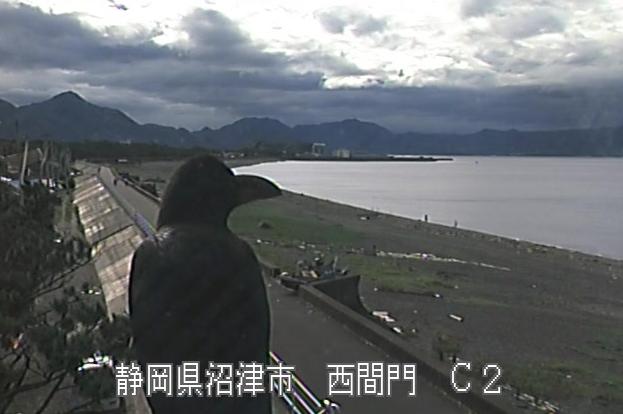 富士海岸西間門ライブカメラは、静岡県沼津市の西間門に設置された富士海岸が見えるライブカメラです。