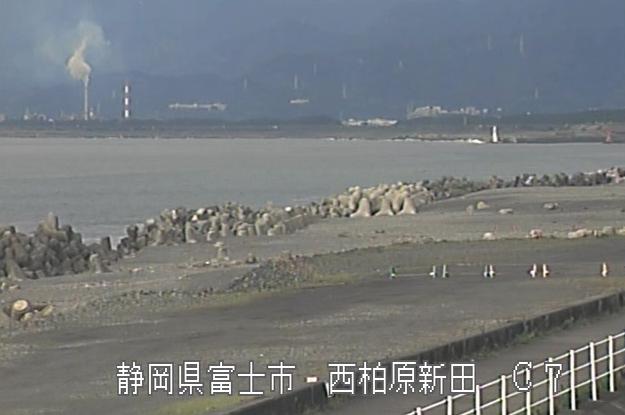 富士海岸昭和放水路ライブカメラは、静岡県富士市西柏原新田の昭和放水路に設置された富士海岸が見えるライブカメラです。