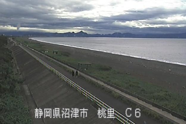 富士海岸桃里ライブカメラは、静岡県沼津市の桃里に設置された富士海岸が見えるライブカメラです。