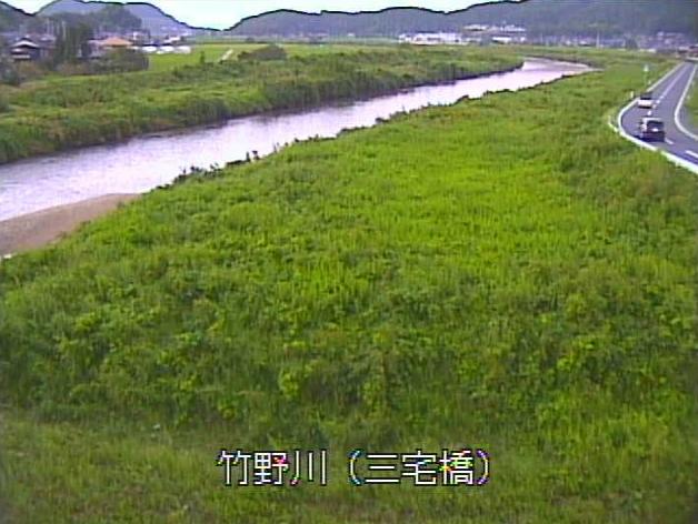 竹野川三宅橋ライブカメラは、京都府京丹後市丹後町の三宅橋に設置された竹野川が見えるライブカメラです。