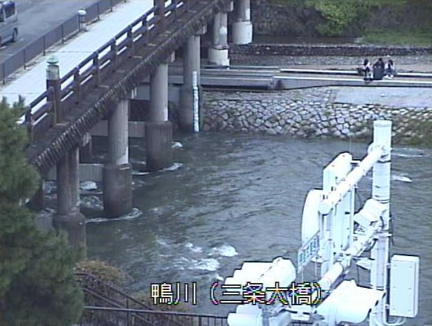 鴨川三条大橋ライブカメラは、京都府京都市東山区の三条大橋に設置された鴨川が見えるライブカメラです。