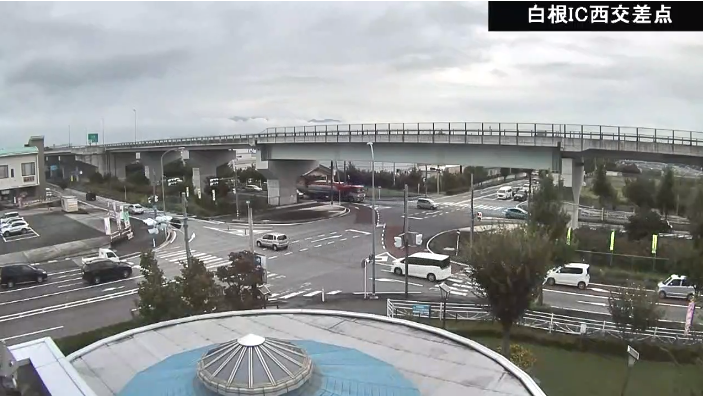 CVK白根IC西交差点ライブカメラは、山梨県南アルプス市在家塚の道の駅しらね(道の駅白根)に設置された白根IC西交差点(白根インターチェンジ西交差点)・山梨県道39号今諏訪北村線・国道52号(甲西道路)が見えるライブカメラです。