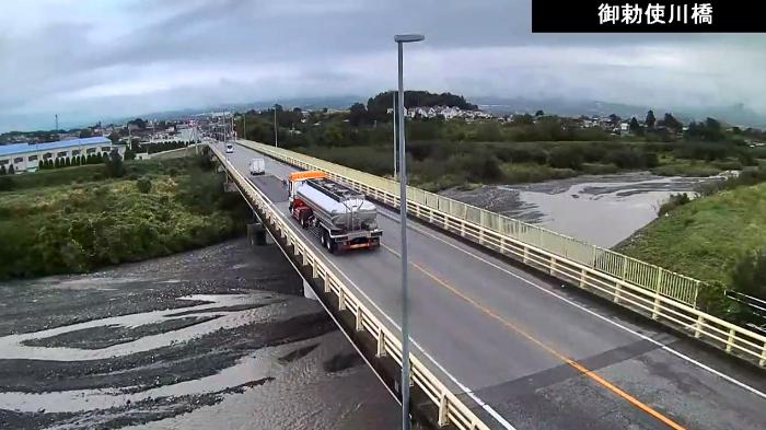 CVK御勅使川橋ライブカメラは、山梨県南アルプス市六科の御勅使川橋に設置された韮崎市方面・御勅使川・国道52号(富士川街道)が見えるライブカメラです。