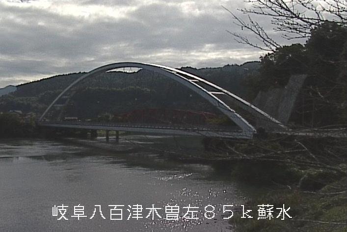 丸山ダム蘇水公園ライブカメラは、岐阜県八百津町伊岐津志の蘇水公園に設置された丸山ダム・八百津橋が見えるライブカメラです。