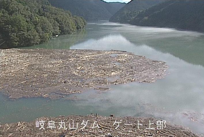 丸山ダムゲート上部ライブカメラは、岐阜県八百津町八百津のゲート上部に設置された丸山ダムが見えるライブカメラです。