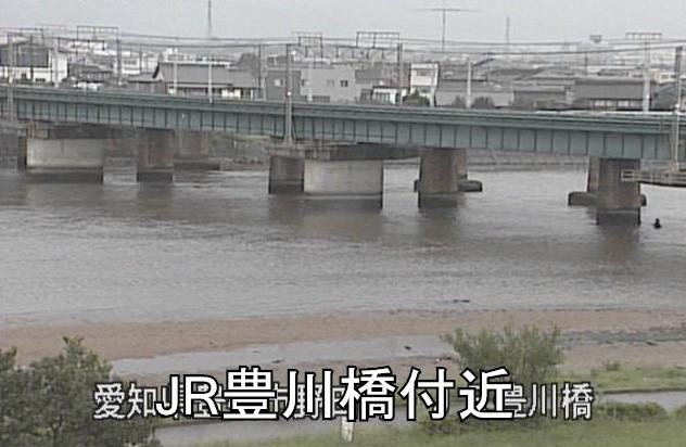 豊川JR豊川橋ライブカメラは、愛知県豊橋市野田町のJR豊川橋に設置された豊川が見えるライブカメラです。