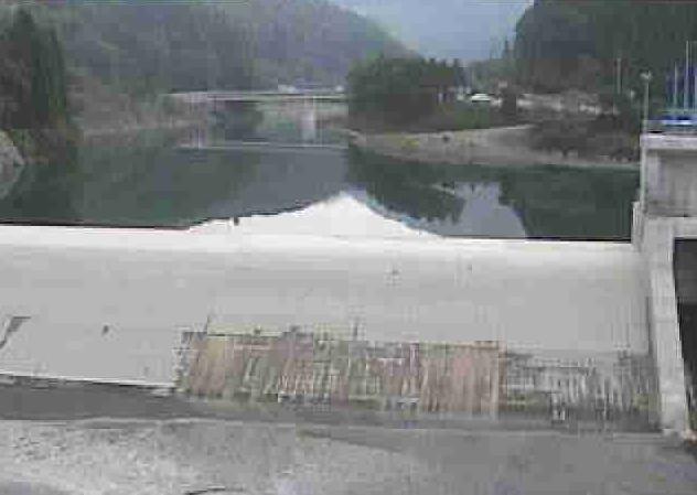川辺川白水団地ライブカメラは、熊本県五木村甲の白水団地に設置された川辺川が見えるライブカメラです。
