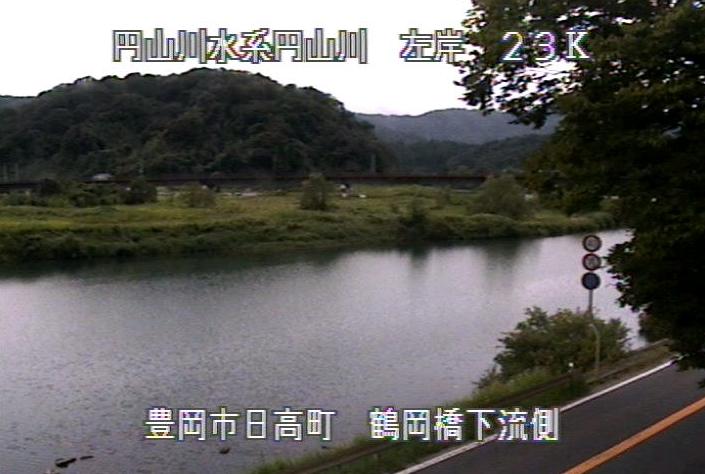 円山川鶴岡橋下流側ライブカメラは、兵庫県豊岡市日高町の鶴岡橋下流側に設置された円山川が見えるライブカメラです。