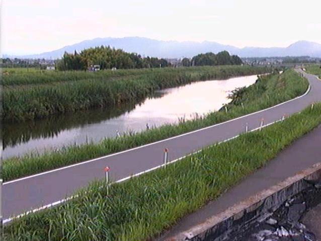 大和川板東下流ライブカメラは、奈良県大和郡山市額田部の板東下流に設置された大和川が見えるライブカメラです。