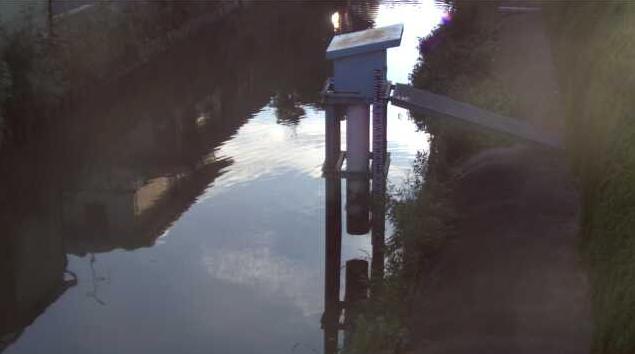十間堀川勧興公民館前ライブカメラは、佐賀県佐賀市成章町の勧興公民館前に設置された十間堀川が見えるライブカメラです。