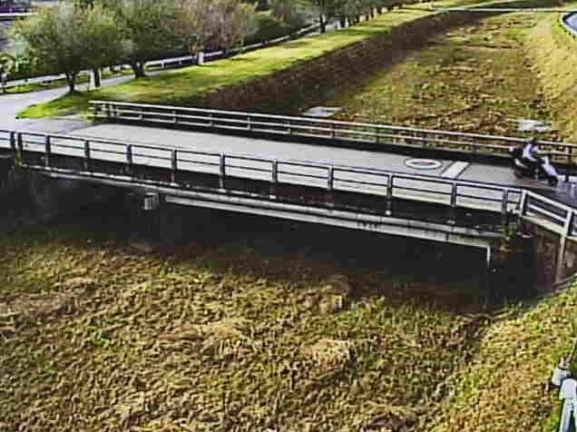草津川馬場橋ライブカメラは、滋賀県草津市岡本町の馬場橋に設置された草津川が見えるライブカメラです。