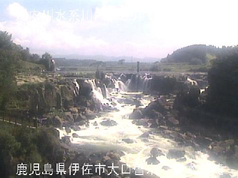 川内川曽木の滝ライブカメラは、鹿児島県伊佐市大口の曽木の滝に設置された川内川が見えるライブカメラです。