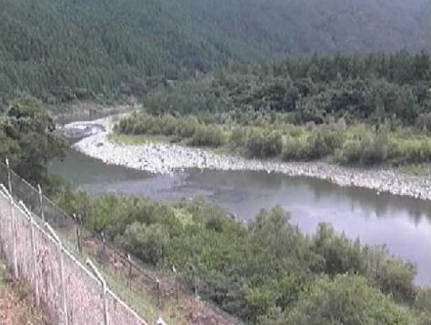 天竜川竜山大橋下流ライブカメラは、静岡県浜松市天竜区の竜山大橋に設置された天竜川が見えるライブカメラです。