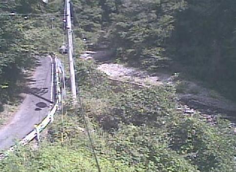 大入川熊井戸ライブカメラは、愛知県東栄町東薗目の熊井戸に設置された大入川が見えるライブカメラです。