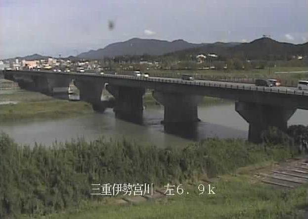 宮川度会大橋水位観測所ライブカメラは、三重県伊勢市小俣町の度会大橋水位観測所に設置された宮川が見えるライブカメラです。