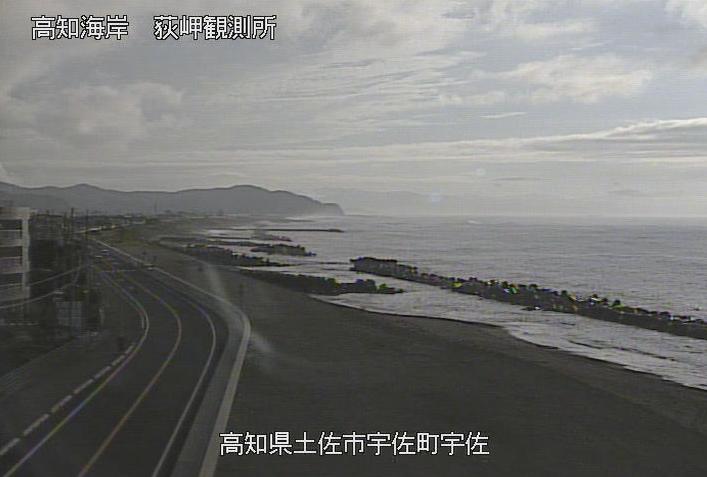 高知海岸荻岬ライブカメラは、高知県土佐市宇佐町の荻岬(萩岬観測所)に設置された高知海岸・宇佐湾が見えるライブカメラです。