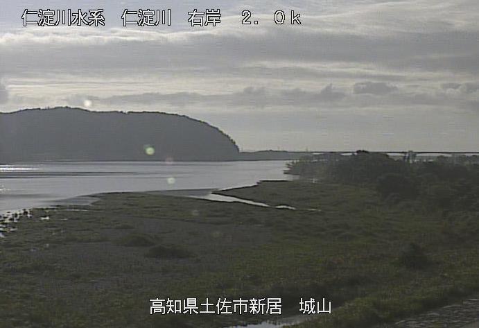 仁淀川城山ライブカメラは、高知県土佐市新居の城山に設置された仁淀川が見えるライブカメラです。