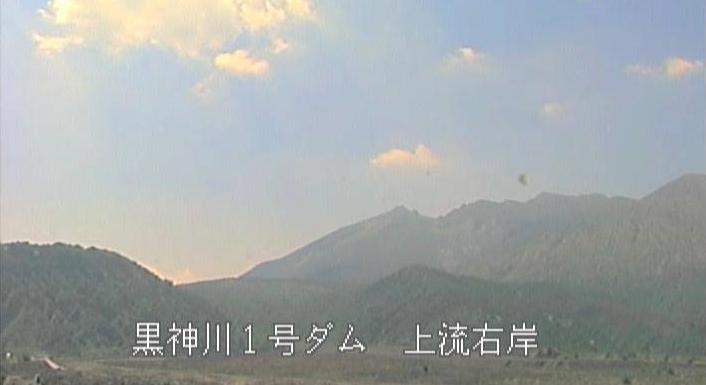 黒神川1号ダム上流右岸桜島噴煙状況ライブカメラは、鹿児島県鹿児島市黒神町の黒神川1号ダム上流右岸に設置された桜島降灰時噴煙状況が見えるライブカメラです。