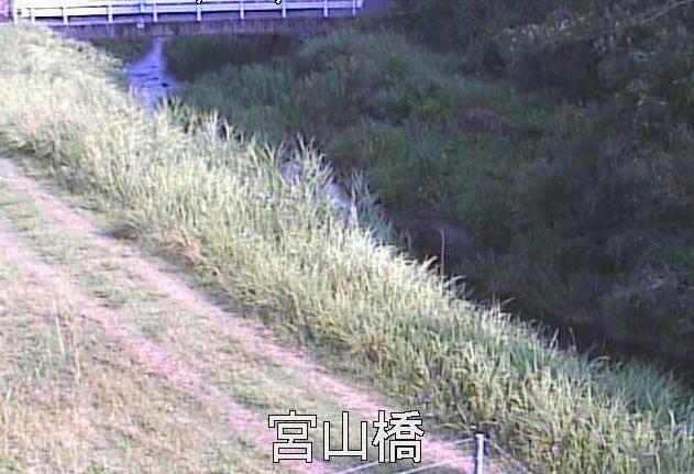 甲突川宮山橋ライブカメラは、鹿児島県鹿児島市郡山町の宮山橋に設置された甲突川が見えるライブカメラです。