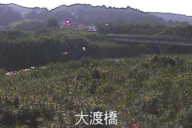万之瀬川大渡橋ライブカメラは、鹿児島県南九州市川辺町の大渡橋に設置された万之瀬川が見えるライブカメラです。