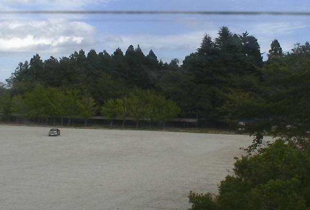 浪江中学校付近ライブカメラは、福島県浪江町川添の浪江中学校(浪江町立浪江中学校)に設置された校舎・グラウンドが見えるライブカメラです。