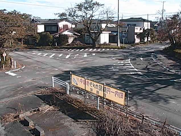 リフレとみおか前T字路ライブカメラは、福島県富岡町夜の森のリフレとみおか(リフレ富岡)前に設置されたT字路が見えるライブカメラです。