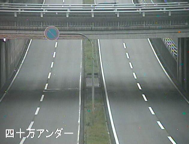 石川県道22号金沢小松線四十万アンダーライブカメラは、石川県金沢市四十万町の四十万アンダーに設置された石川県道22号金沢小松線(山側環状)が見えるライブカメラです。