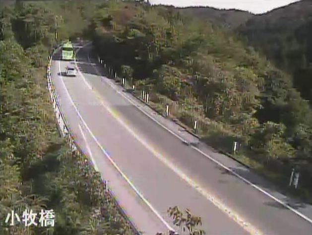のと里山海道小牧橋ライブカメラは、石川県七尾市中島町の小牧橋(横田インターチェンジ~越の原インターチェンジ)に設置されたのと里山海道が見えるライブカメラです。