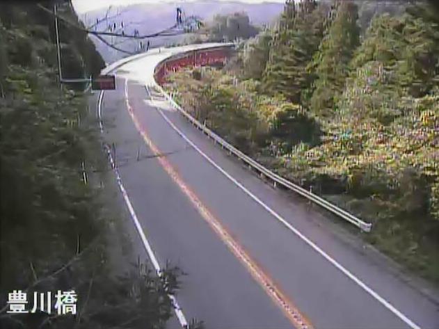 のと里山海道豊川橋ライブカメラは、石川県七尾市中島町の豊川橋(徳田大津インターチェンジ~横田インターチェンジ)に設置されたのと里山海道が見えるライブカメラです。