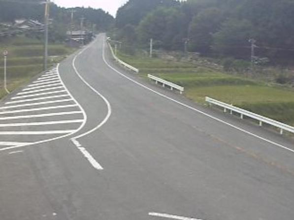 鳥取県道8号新見日南線上石見ライブカメラは、鳥取県日南町上石見の上石見に設置された鳥取県道8号新見日南線が見えるライブカメラです。