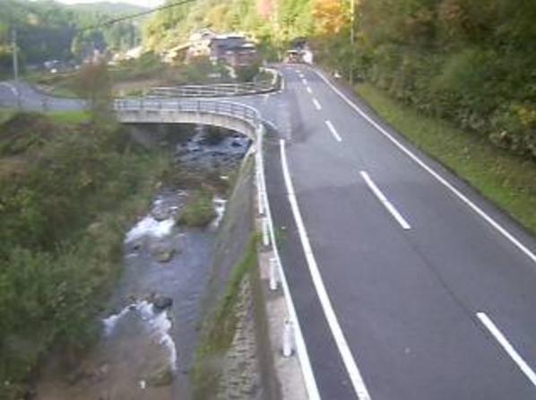 鳥取県道118号加茂用瀬線用瀬町江波ライブカメラは、鳥取県鳥取市用瀬町の用瀬町江波に設置された鳥取県道118号加茂用瀬線・安蔵川・江波口橋が見えるライブカメラです。