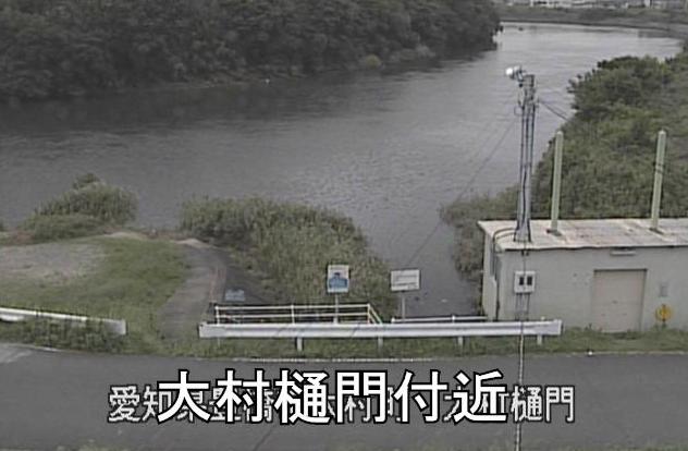 豊川大村樋門ライブカメラは、愛知県豊橋市下地町の大村樋門に設置された豊川が見えるライブカメラです。