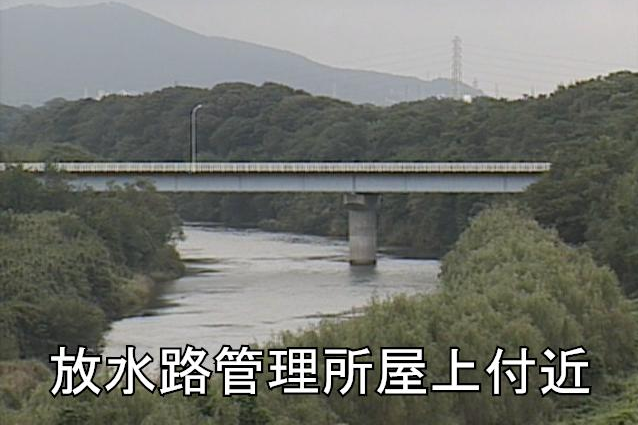 豊川放水路管理所屋上ライブカメラは、愛知県豊川市行明町の放水路管理所屋上(豊川分流堰管理所)に設置された豊川が見えるライブカメラです。