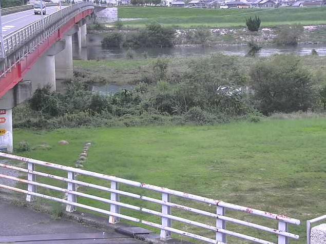 吉井川熊山橋ライブカメラは、岡山県赤磐市千躰の熊山橋に設置された吉井川が見えるライブカメラです。