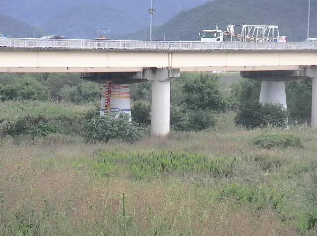 吉井川御休ライブカメラは、岡山県岡山市東区の御休に設置された吉井川が見えるライブカメラです。