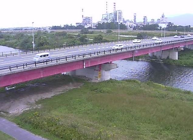 日野川車尾観測所ライブカメラは、鳥取県米子市車尾の車尾観測所(車尾水位観測所)に設置された日野川・新日野橋が見えるライブカメラです。