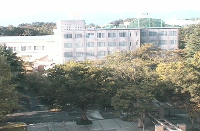 創価大学キャンパスライブカメラは、東京都八王子市丹木町の創価大学に設置されたキャンパスが見えるライブカメラです。