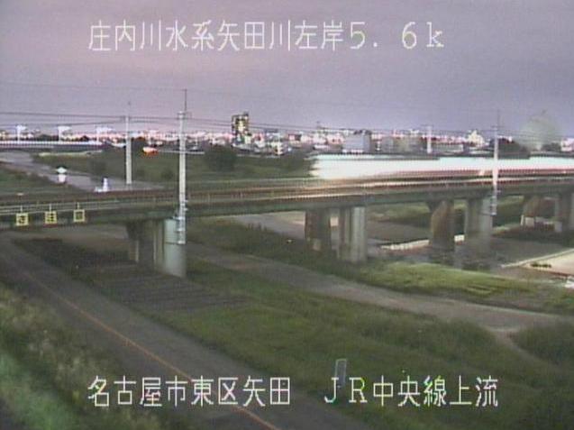 矢田川JR中央線上流ライブカメラは、愛知県名古屋市東区のJR中央線上流(JR中央本線)に設置された矢田川が見えるライブカメラです。